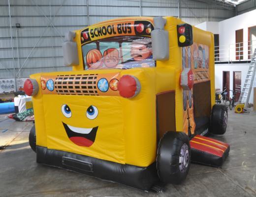 Nafukovací školský autobus